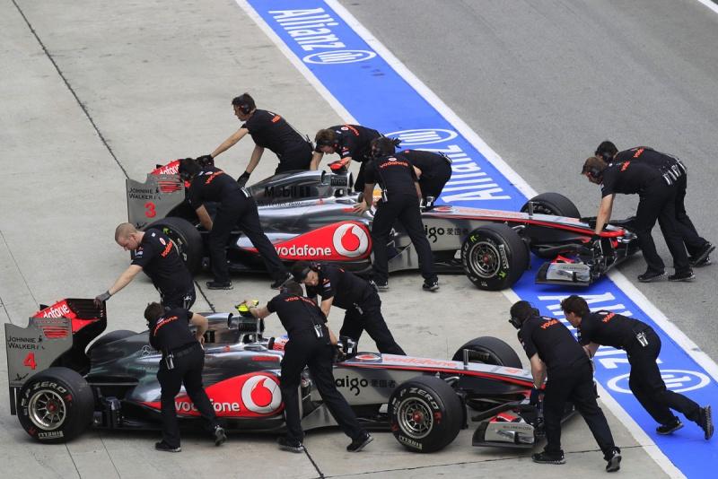 Carros de Button e Hamilton em Sepang