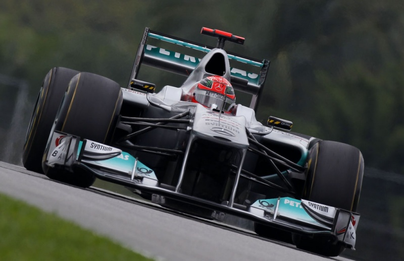 Schumacher com a asa aberta durante a prova de 2011