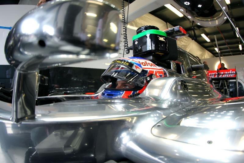 Carro da McLaren é muito bom de reta