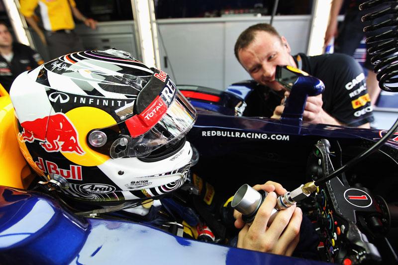 Vettel passeia pela pista malaia nesta sexta