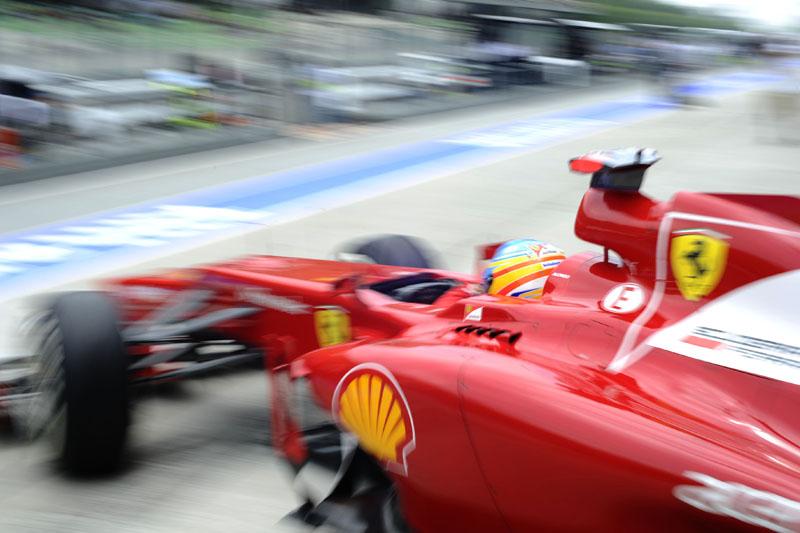 Alonso lucrou com a punição a Raikkonen e larga em oitavo