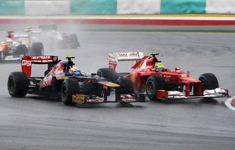 Vergne em ação disputando posição contra Massa