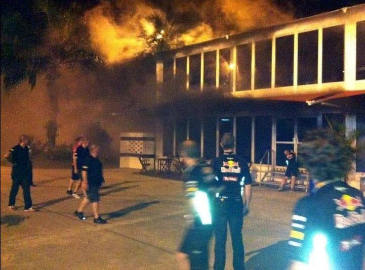 Red Bull observa incêndio na Lotus