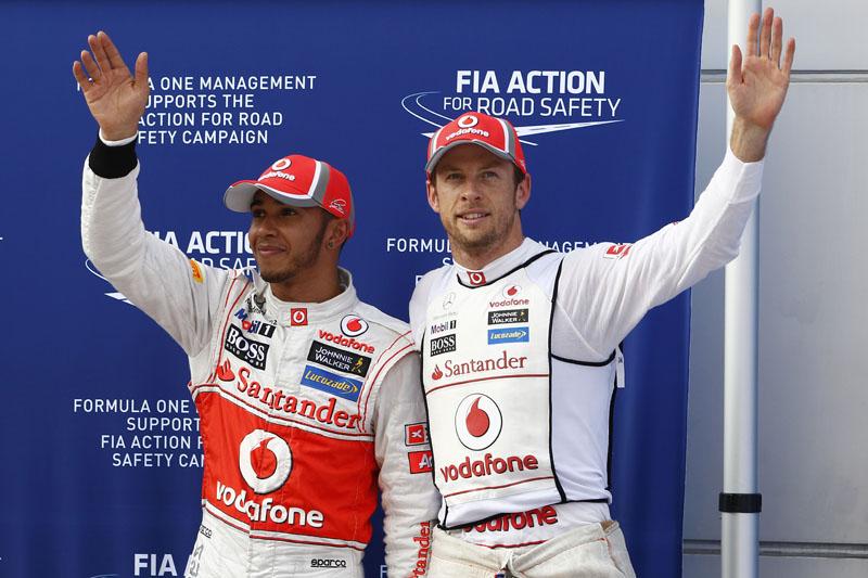 Hamilton e Button fecharam a primeira fila nas provas iniciais