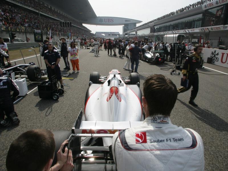 Sauber alinhando para o grid da China em 2011