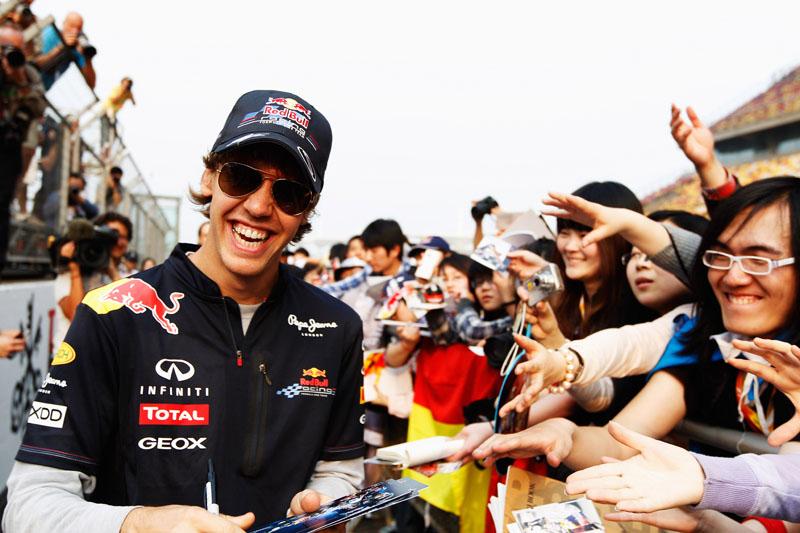 Com 24 pontos de vantagem para Button, Vettel está feliz da vida