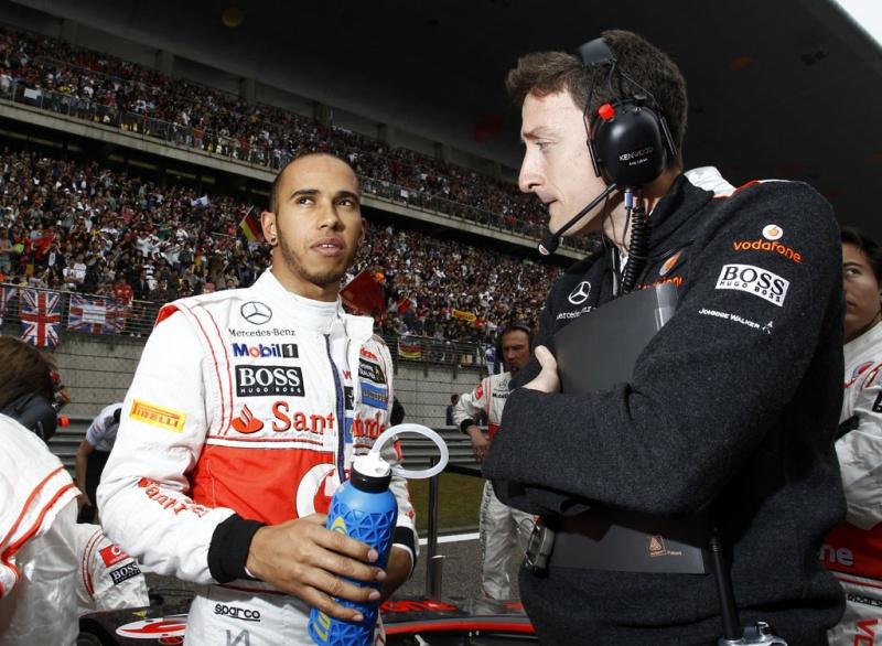 Lewis assume a ponta da tabela geral
