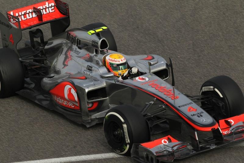 Hamilton reclamou de seus pit stops