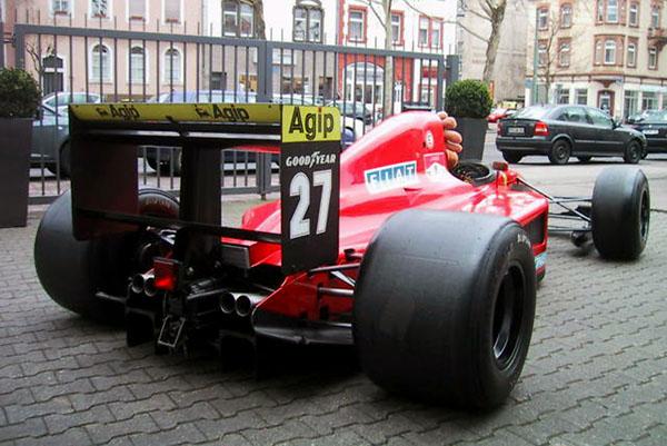 Está é a Ferrari posta à venda