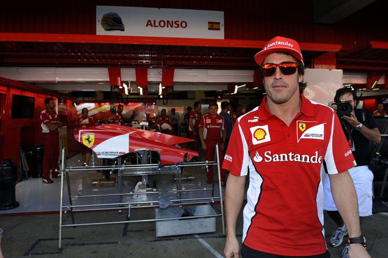 Alonso divide a liderança do campeonato com Vettel
