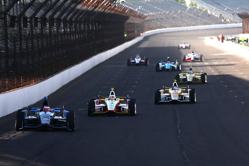 Barrichello puxa pelotão em treinos na pista de Indianápolis