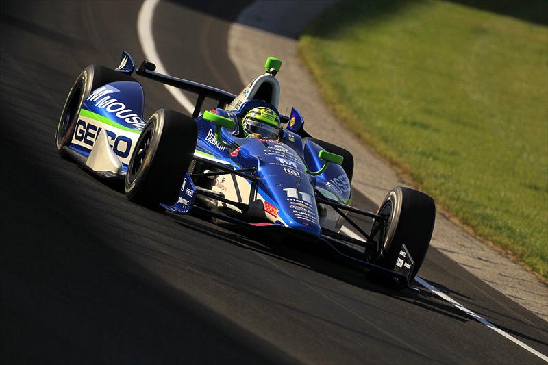 Tony Kanaan a bordo do novo carro da Indy, o DW12