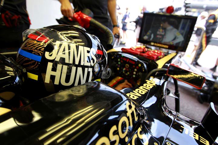 Raikkonen e o capacete homenageando Hunt