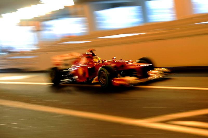 Alonso rasga túnel de Mônaco