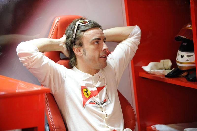 Alonso é o líder do Mundial, três pontos à frente de Vettel