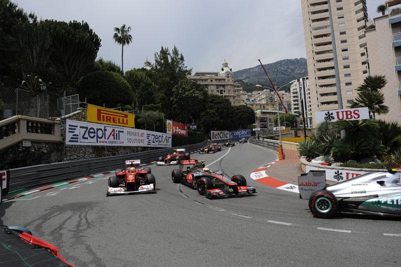 Alonso tenta superar Hamilton em Mônaco
