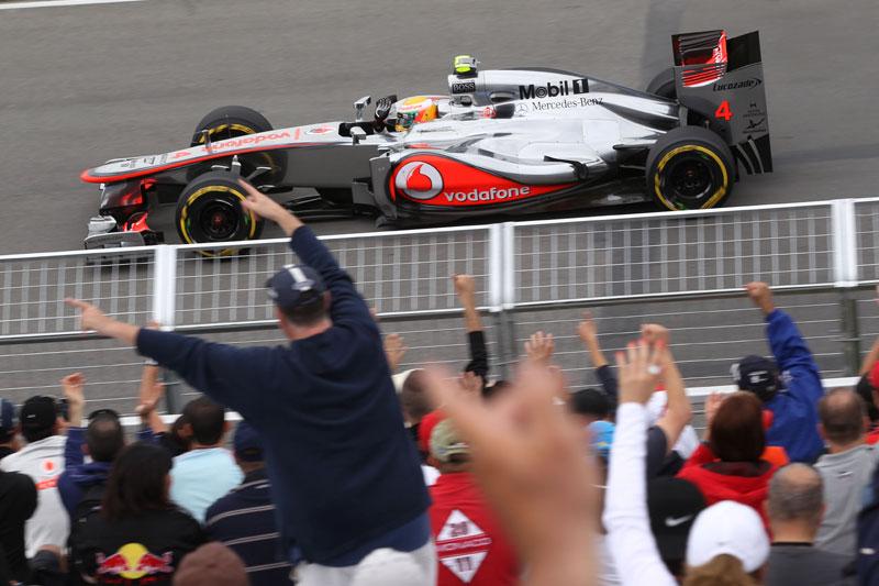 Hamilton acena para os fãs: só deu ele em Montreal