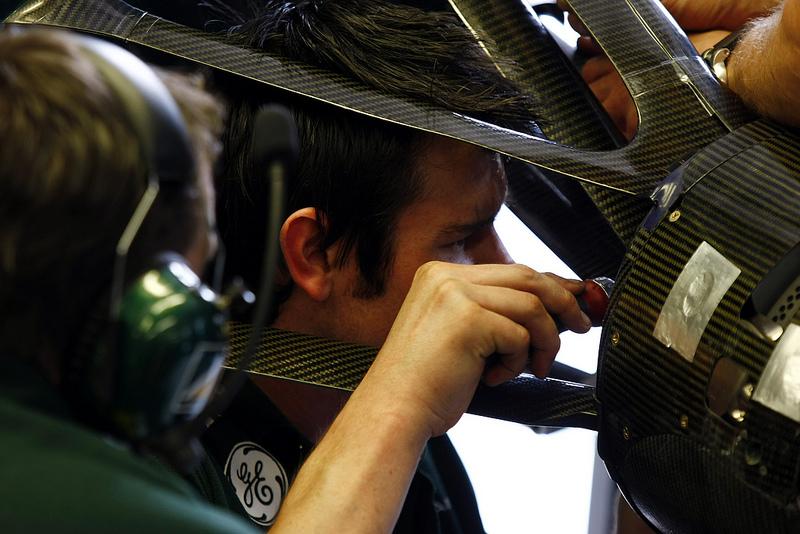 Kovalainen deu trabalho para seus mecânicos