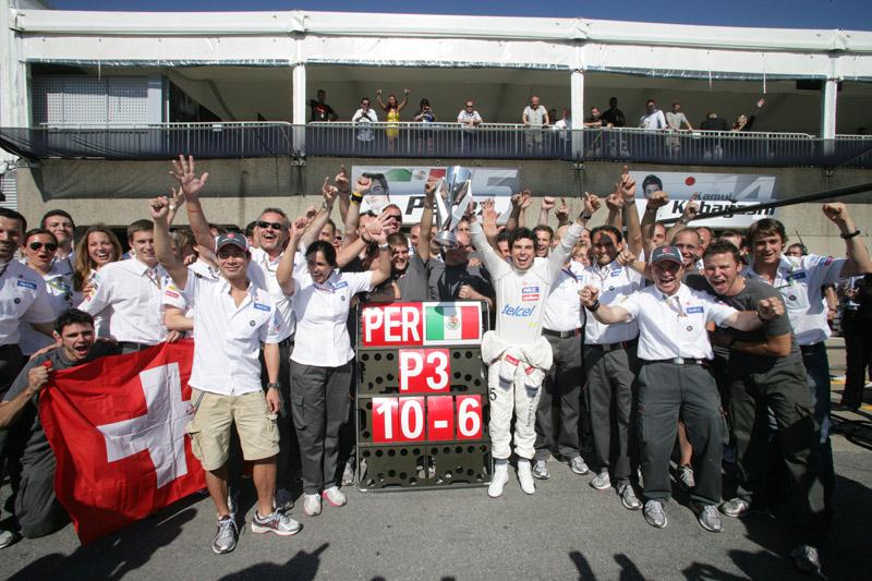 Monisha e Perez comemoram com equipe Sauber