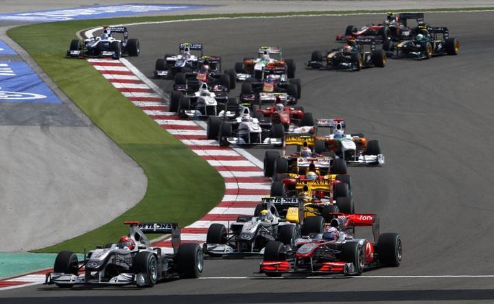 Disputa na largada da edição de 2010 do GP da Turquia