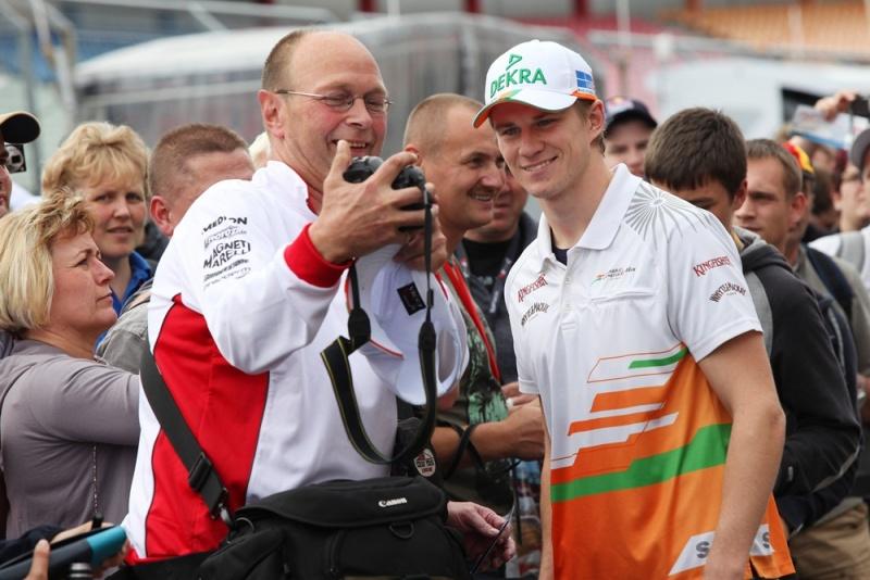 Nico Hulkenberg atende seus fãs na Alemanha