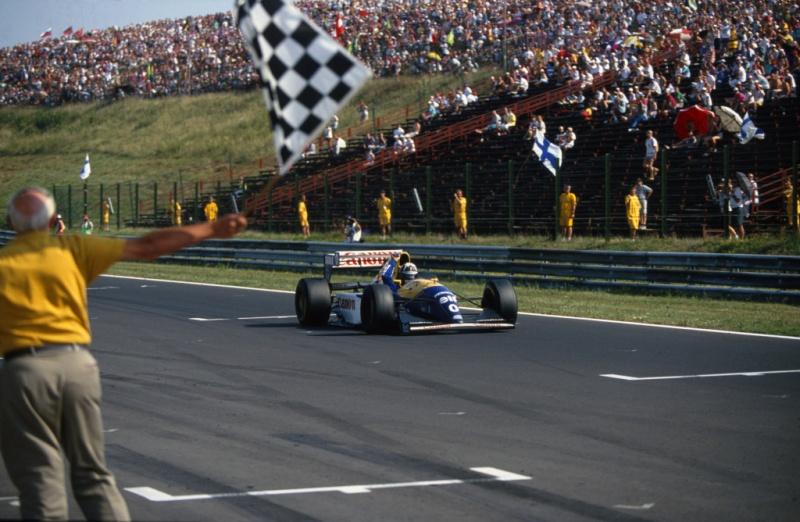 Hill vence sua primeira prova na carreira em 1993