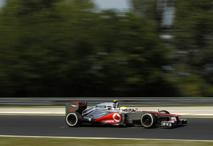 Hamilton voa baixo em Hungaroring: pela terceira vez largará da pole