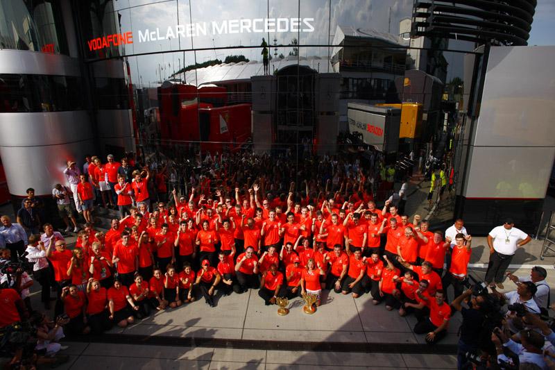 McLaren celebra vitória na Hungria (Divulgação)