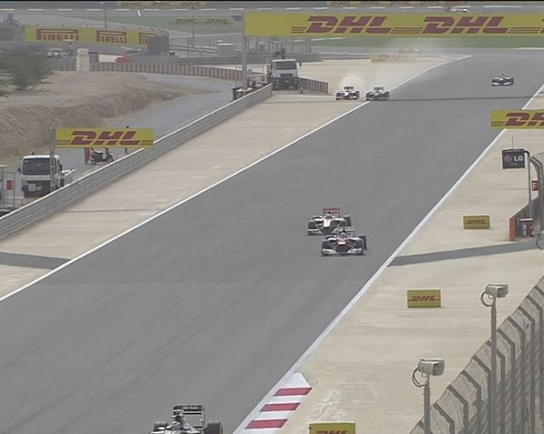 Ultrapassagem de Hamilton sobre Rosberg no Bahrein foi uma das manobras mais polêmicas da temporada