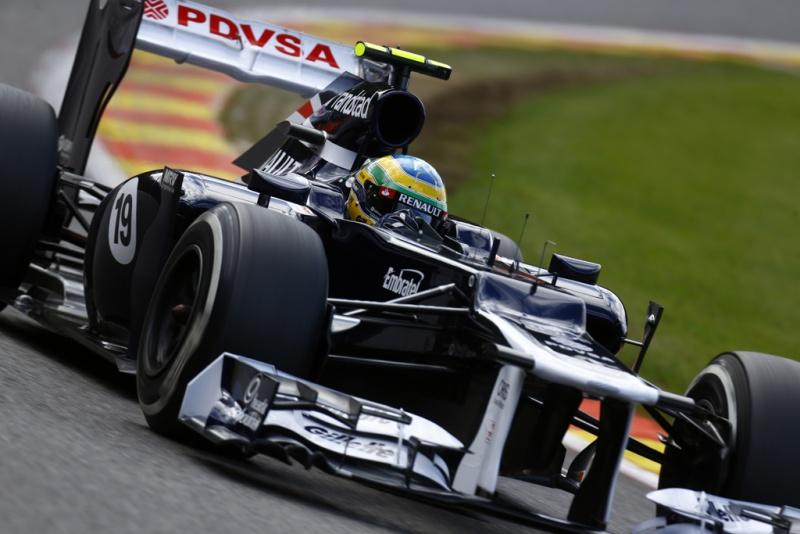 Bruno Senna teve um pneu furado em Spa