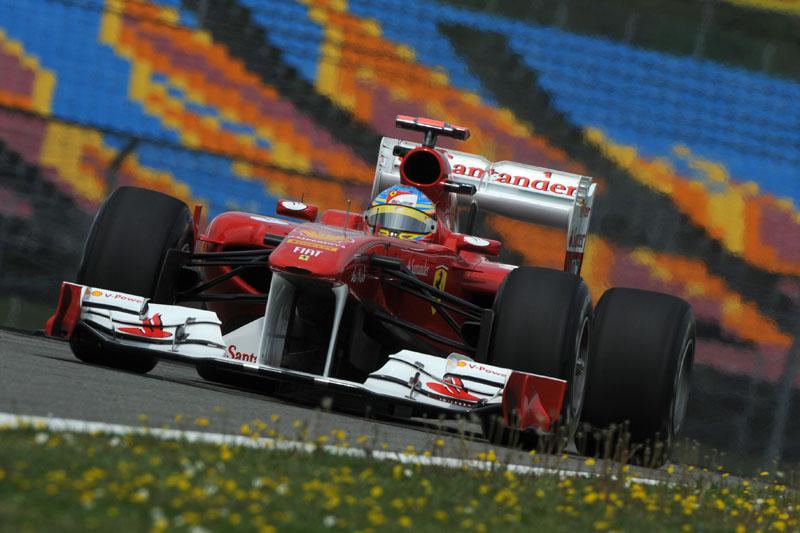 Com problemas mecânicos, Alonso foi o 11º no dia
