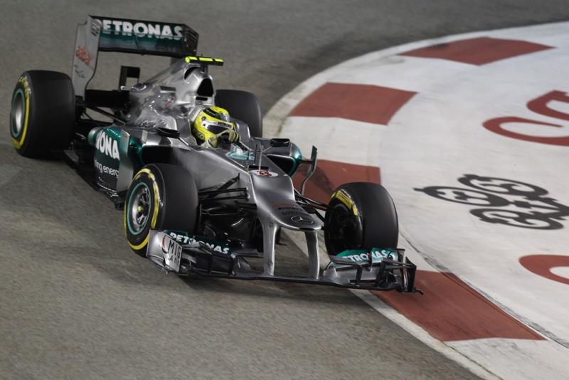 Rosberg acelerando em Cingapura