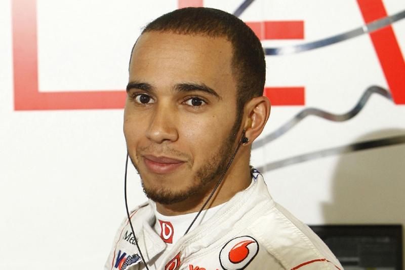 Hamilton pensa em sair do twitter
