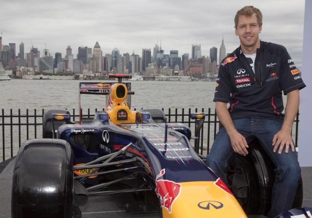 Vettel foi o primeiro a andar no circuito, em evento promocional