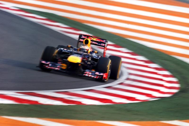 Vettel contorna curva em Buddh