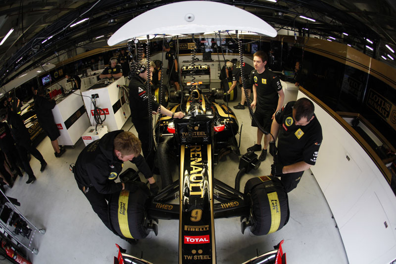 A Renault atualmente equipa o time que leva seu nome, a Red Bull e a Lotus