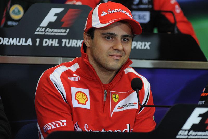 Massa faria sua sétima temporada na Ferrari em 2012