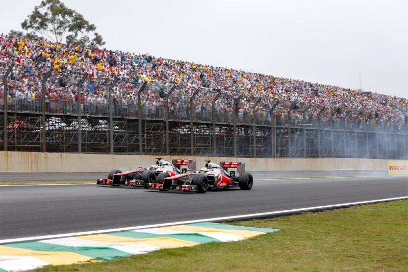 Dupla da McLaren disputou a ponta no Brasil