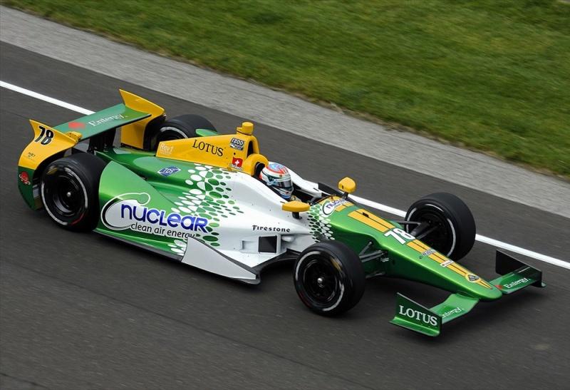 Simona de Silvestro sofreu com motor Lotus em 2012