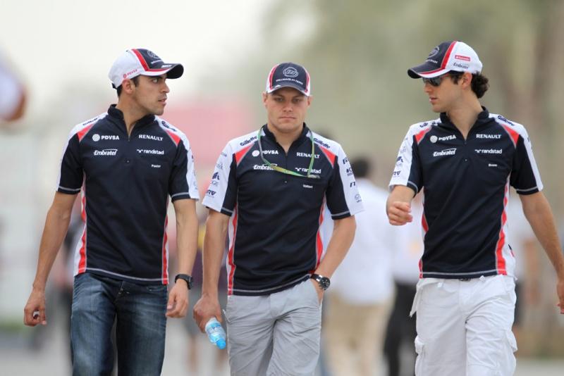Maldonado, Bottas e Bruno caminham no paddock