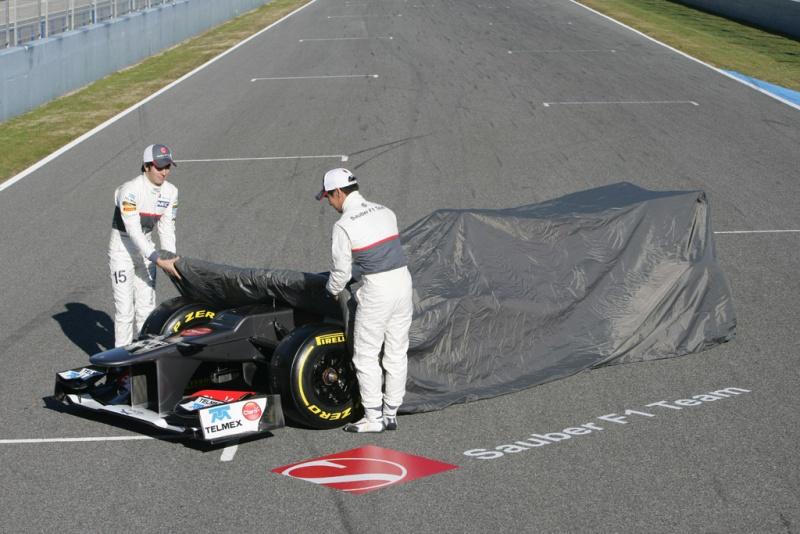 Pérez e Kobayashi no lançamento do carro de 2012