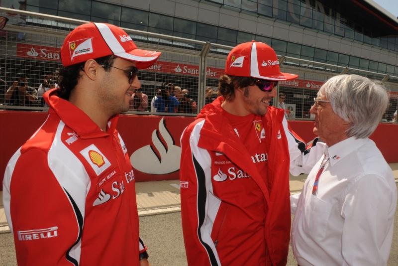 Observado por Massa, Bernie abraça Alonso