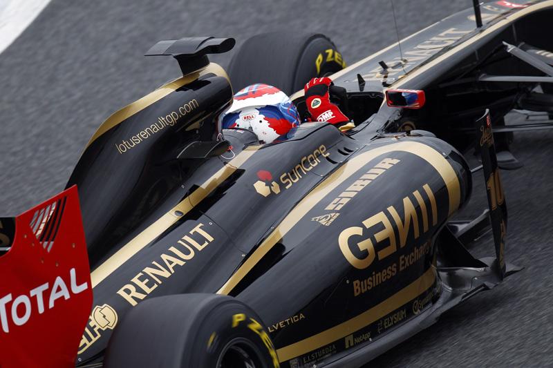 Escapamento frontal é exclusividade da Renault neste ano