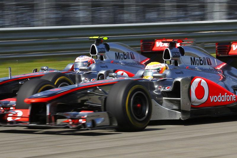 Button e Hamilton disputam posição no GP da Turquia