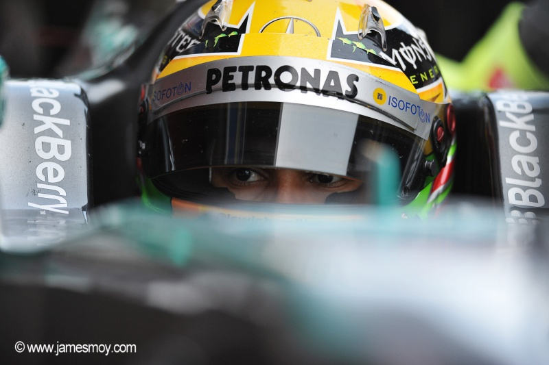 Pouco antes de sua primeira temporada pela Mercedes, Hamilton tem motivos para ficar otimista