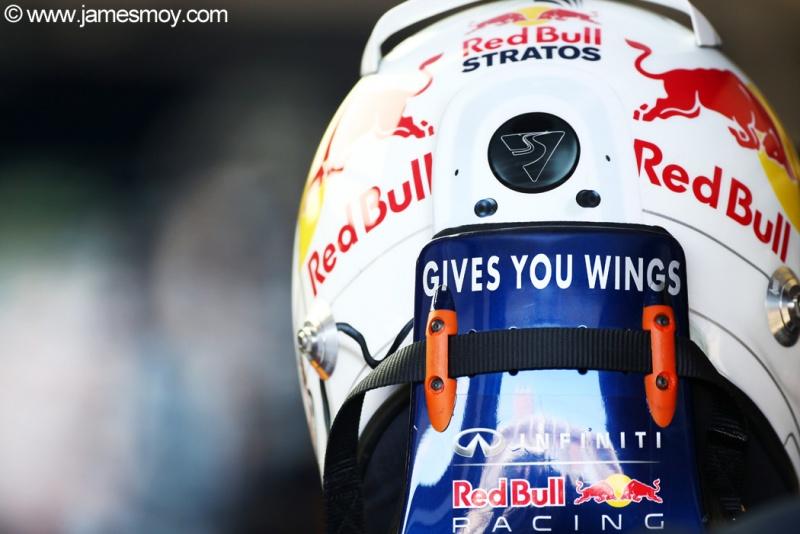 Vettel usou um capacete homenageando o astronauta austríaco Felix Baumgartner,