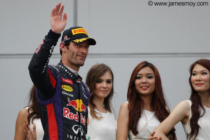Mark Webber acena pro público em Sepang
