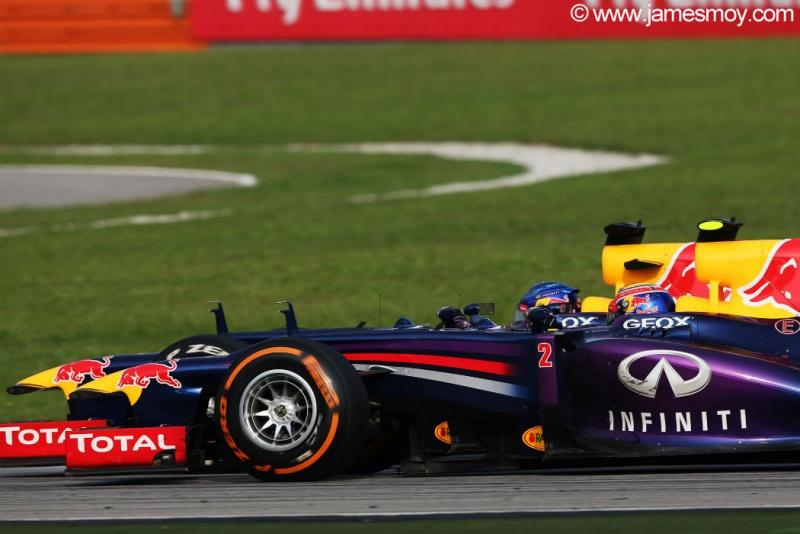 Vettel tenta investida em Webber na Malásia