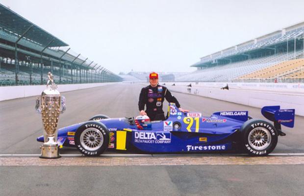 Lazier e seu troféu da Indy 500