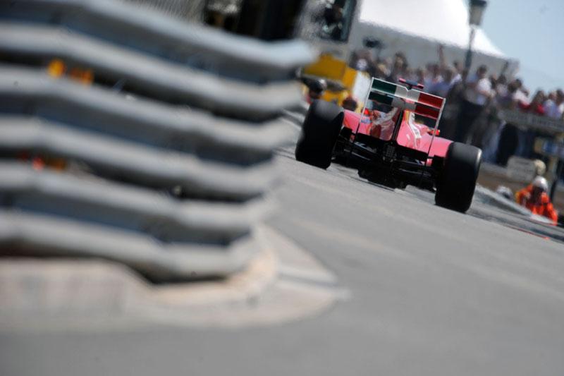 Alonso aposta em corrida com duas paradas em Mônaco